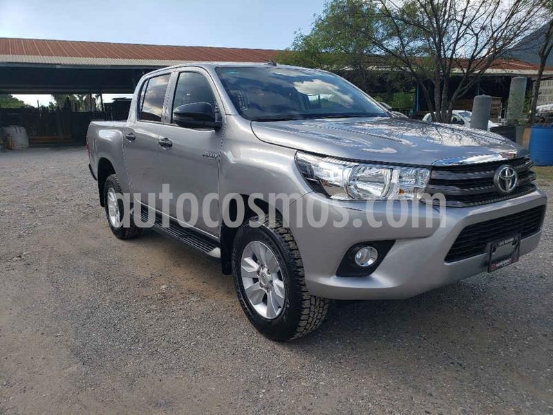 Toyota Hilux Cabina Doble SR usado (2019) color Plata precio $349,000