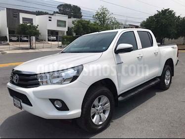 Toyota Hilux Cabina Doble SR usado (2019) color Blanco precio $369,000