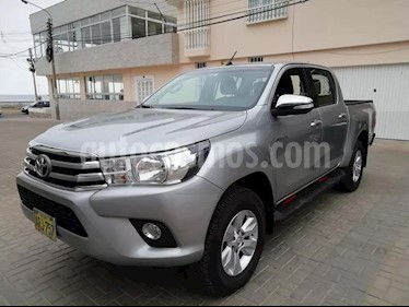 Toyota Hilux 2.7L 4x4 CD usado (2017) color Blanco precio $8,000