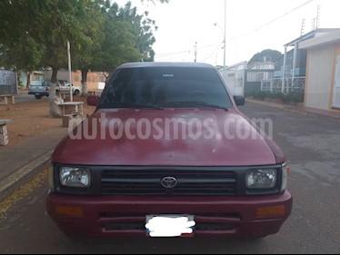Toyota Hilux Doble Cabina 4x2 usado (1998) color Rojo precio u$s2.800