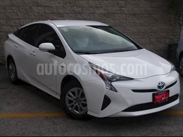 Foto Toyota Prius 5p Base Hibrido L4/1.8 Aut usado (2017) color Blanco precio $300,000