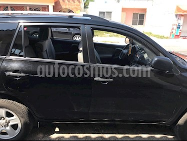 Foto venta Auto Seminuevo Toyota RAV4 2.4L Base 3a. fila de asientos (2012) color Negro precio $185,000