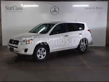 Foto Toyota RAV4 2.4L Base 3a. fila de asientos usado (2012) color Blanco precio $209,000