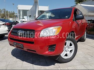 Foto Toyota RAV4 2.4L Base 3a. fila de asientos usado (2012) color Rojo precio $195,000