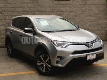 Foto venta Auto usado Toyota RAV4 5p LE L4/2.5 Aut (2018) color Plata precio $345,000