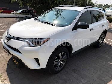 Foto venta Auto Seminuevo Toyota RAV4 LE (2017) color Blanco precio $324,000