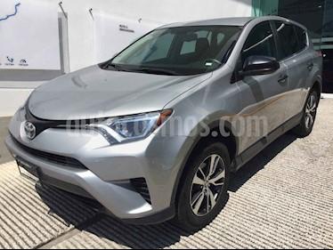 Foto Toyota RAV4 LE usado (2017) color Plata precio $298,500