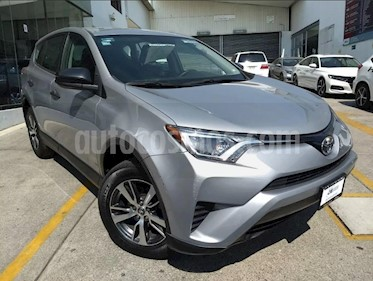 Foto venta Auto usado Toyota RAV4 LE (2017) color Plata precio $287,000