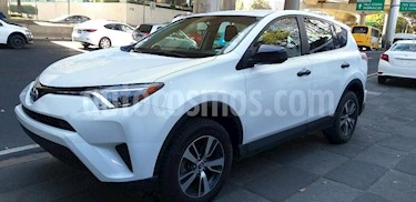 Foto venta Auto Seminuevo Toyota RAV4 LE (2017) color Blanco precio $319,000