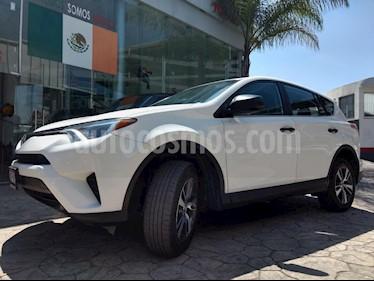 Foto venta Auto usado Toyota RAV4 LE (2017) color Blanco precio $330,000