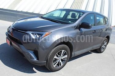 Foto venta Auto usado Toyota RAV4 LE (2018) color Gris Oscuro precio $345,000