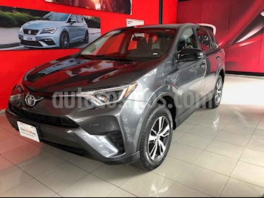 Foto venta Auto usado Toyota RAV4 LE (2017) color Plata precio $270,000