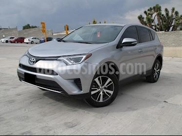 Toyota RAV4 XLE usado (2016) color Plata precio $265,000