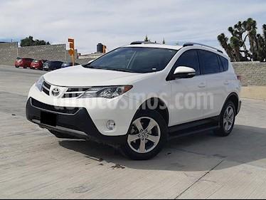 Toyota RAV4 XLE usado (2015) color Blanco precio $250,000