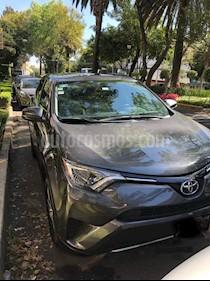 Toyota RAV4 XLE 4WD usado (2016) color Gris Oscuro precio $323,000