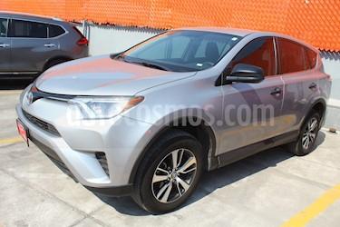Toyota RAV4 LE usado (2018) color Plata precio $349,000