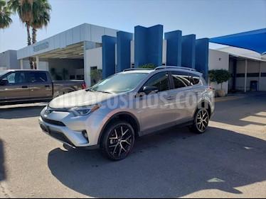 Toyota RAV4 SE 4WD usado (2017) color Plata precio $350,000