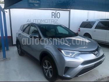 Toyota RAV4 XLE usado (2017) color Plata precio $310,000