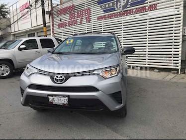 Toyota RAV4 LE usado (2017) color Plata precio $329,000