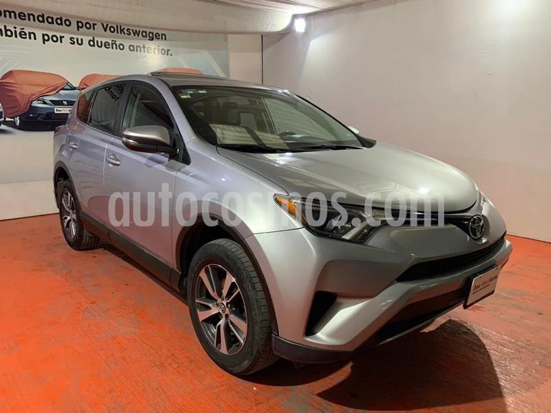 Toyota RAV4 XLE Plus 4WD usado (2017) color Plata precio $320,000