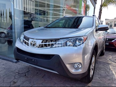 Toyota RAV4 XLE 4WD usado (2015) color Plata precio $260,000