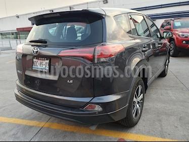 Toyota RAV4 LE usado (2018) color Gris Oscuro precio $350,000