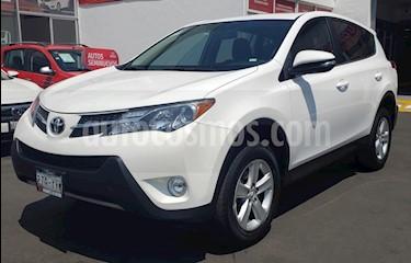 Toyota RAV4 XLE  usado (2013) color Blanco precio $215,000