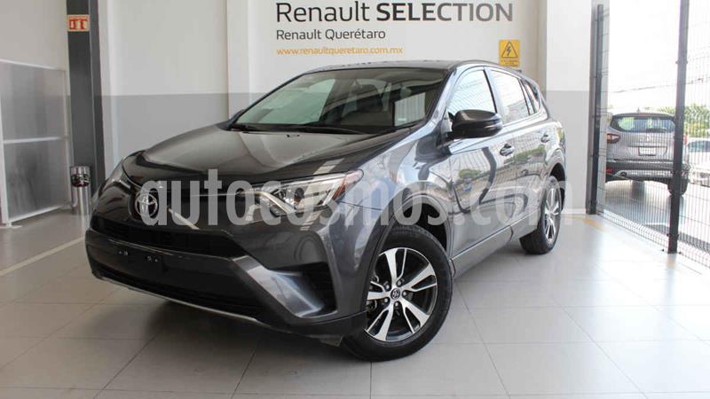 Toyota RAV4 XLE  usado (2018) color Gris precio $370,000