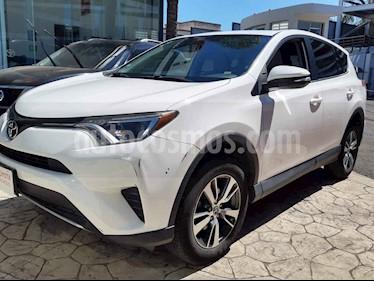 Toyota RAV4 5p XLE L4/2.5 Aut usado (2016) color Blanco precio $280,000