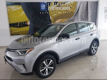 Toyota RAV4 2.4L Base usado (2018) color Plata precio $293,900
