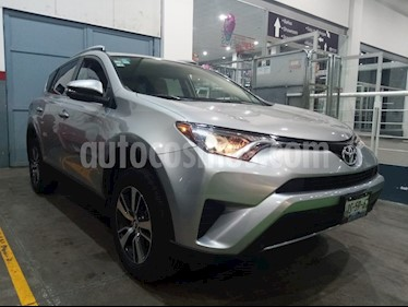 Toyota RAV4 XLE 4WD usado (2017) color Plata precio $339,000