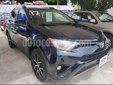 Toyota RAV4 SE 4WD usado (2017) color Azul Marino precio $350,000