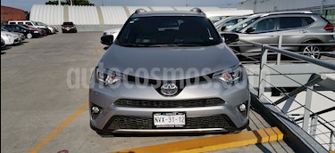 Toyota RAV4 SE 4WD usado (2017) color Plata precio $370,000