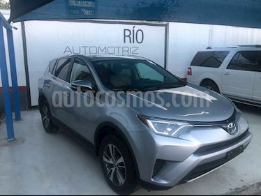 Toyota RAV4 XLE 4WD usado (2017) color Plata precio $309,000