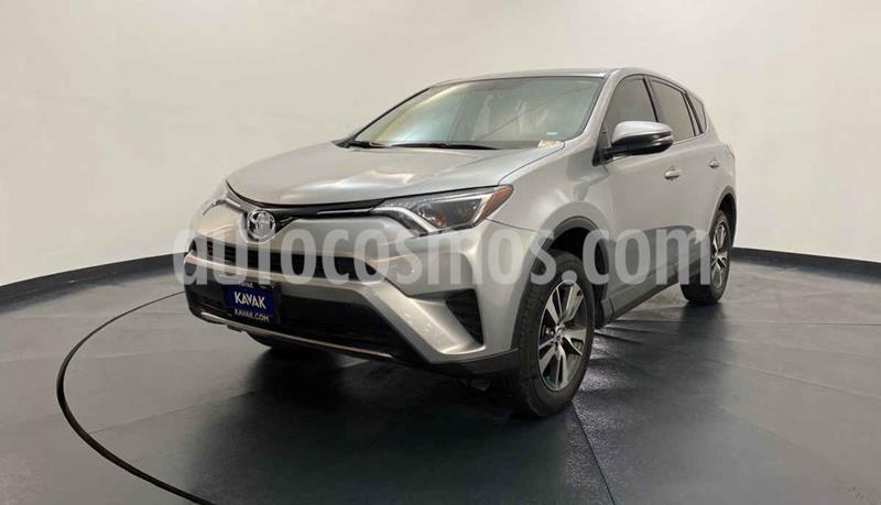 Toyota RAV4 LE usado (2017) color Gris precio $352,999