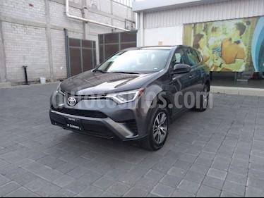 Toyota RAV4 LE usado (2017) color Gris Oscuro precio $310,000