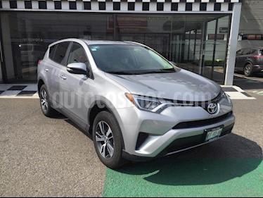 Toyota RAV4 XLE usado (2017) color Plata precio $315,000