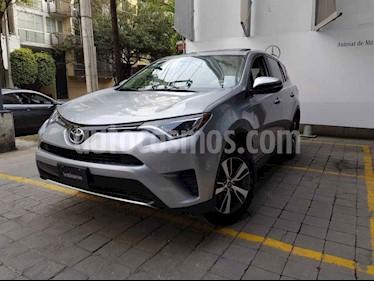 Toyota RAV4 XLE 4WD usado (2016) color Plata precio $320,000