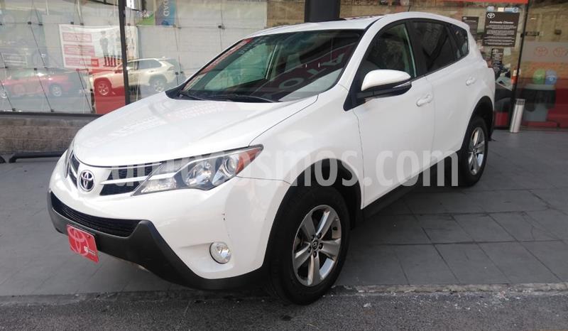 Toyota RAV4 XLE usado (2015) color Blanco precio $245,000