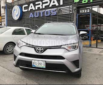 Toyota RAV4 XLE 4WD usado (2017) color Plata precio $324,000