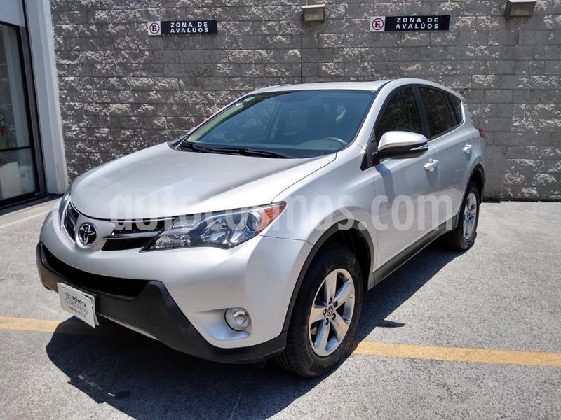 Toyota RAV4 XLE usado (2015) color Plata precio $230,000