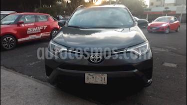 Toyota RAV4 LE usado (2017) color Gris precio $285,000