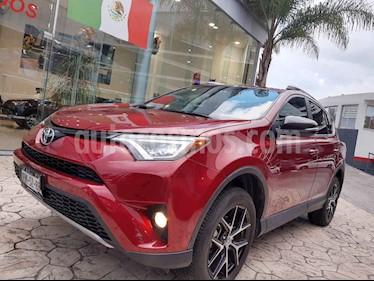 Foto Toyota RAV4 SE 4WD usado (2018) color Rojo precio $398,000