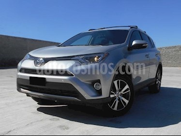 Foto venta Auto Seminuevo Toyota RAV4 XLE 4WD (2017) color Plata precio $398,000