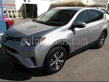 Foto venta Auto usado Toyota RAV4 XLE 4WD (2017) color Plata precio $339,000