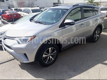 Foto venta Auto Seminuevo Toyota RAV4 XLE Plus 4WD (2017) color Plata precio $385,000