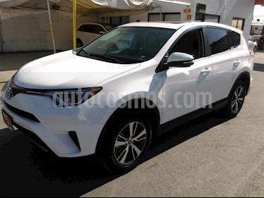 Foto venta Auto Seminuevo Toyota RAV4 XLE  (2018) color Blanco precio $409,000