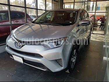 Foto venta Auto usado Toyota RAV4 XLE (2018) color Gris Metalico precio $383,000