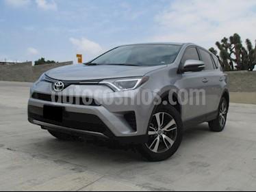 Foto venta Auto usado Toyota RAV4 XLE (2018) color Plata Metalico precio $373,000