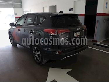 Foto venta Auto Seminuevo Toyota RAV4 XLE (2018) color Gris Oscuro precio $395,000